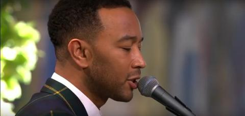 """John Legend performs live """"Redemption Song"""" by Bob Marley at 2017 Nobel Peace Prize award ceremony"""